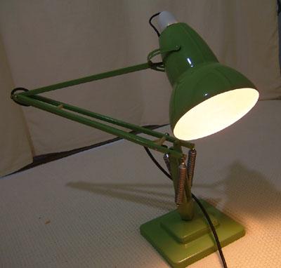 アンティークコレクション。イギリスのアングルポイズランプ green1、ハーバート テリー。輸入雑貨特集。