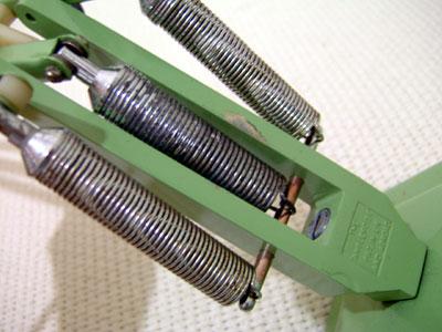 アンティークコレクション。イギリスのアングルポイズランプ green2、ハーバート テリー。輸入雑貨特集。