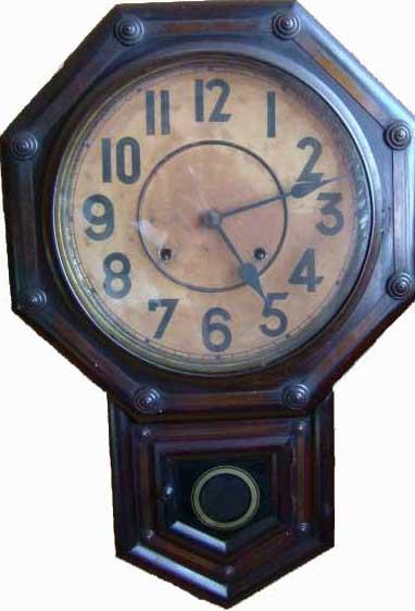 アンティークコレクションと輸入雑貨。大きな古時計。