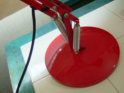 アンティークコレクション。イギリスのアングルポイズランプ red1、ハーバート テリー。輸入雑貨特集。